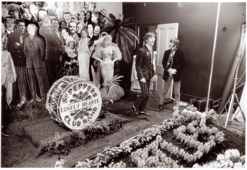 Sgt Pepper_s Lonely Hearts Club Band (1)